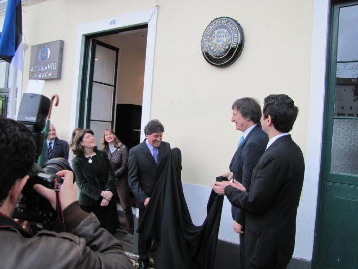 Suursaadik Tarmak avamas Eesti aukonsulaati Ponta Delgadas. Foto: saatkonna arhiiv
