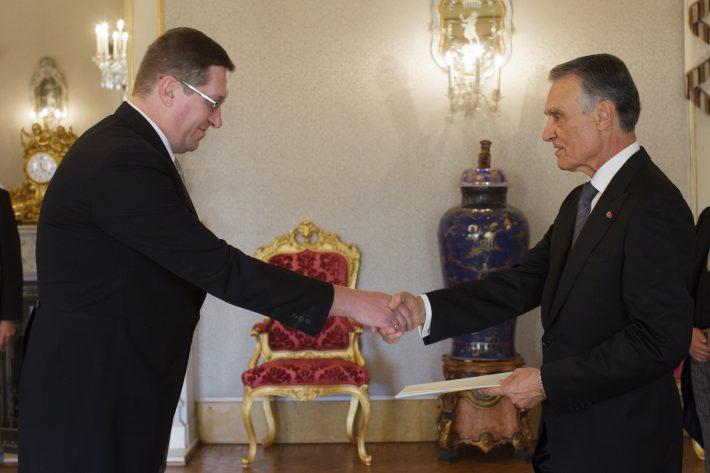 Eesti suursaadik Andres Rundu esitas oma volikirjad president Aníbal Cavaco Silvale. Foto: saatkonna arhiiv