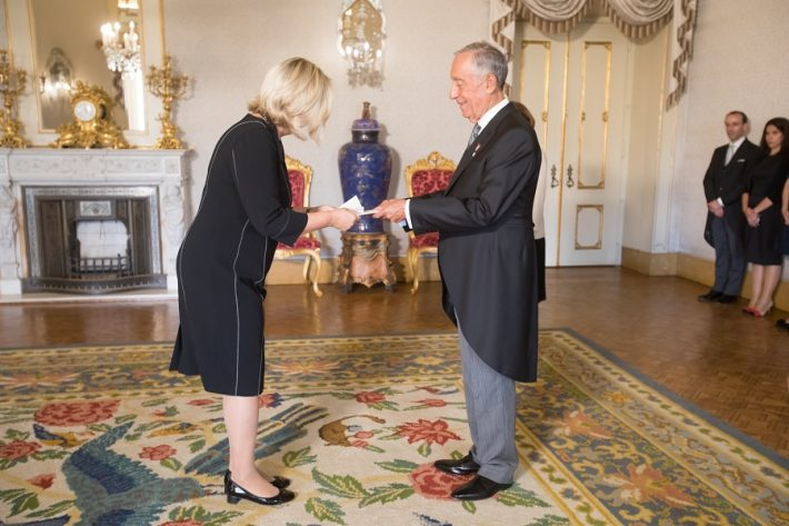 Eesti suursaadik Ruth Lausma Luik esitas oma volikirjad Portugali president Marcelo Rebelo de Sousale. Foto: Eesti välisministeeriumi arhiiv