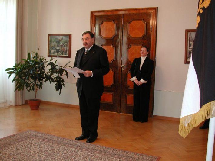 Suursaadik João Manuel da Cruz da Silva Leitão esitas volikirjad president Arnold Rüütlile. Foto: Presidendi Kantselei